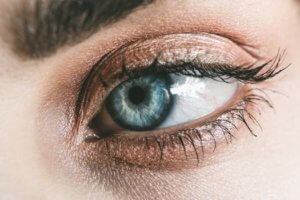 womens eyelids